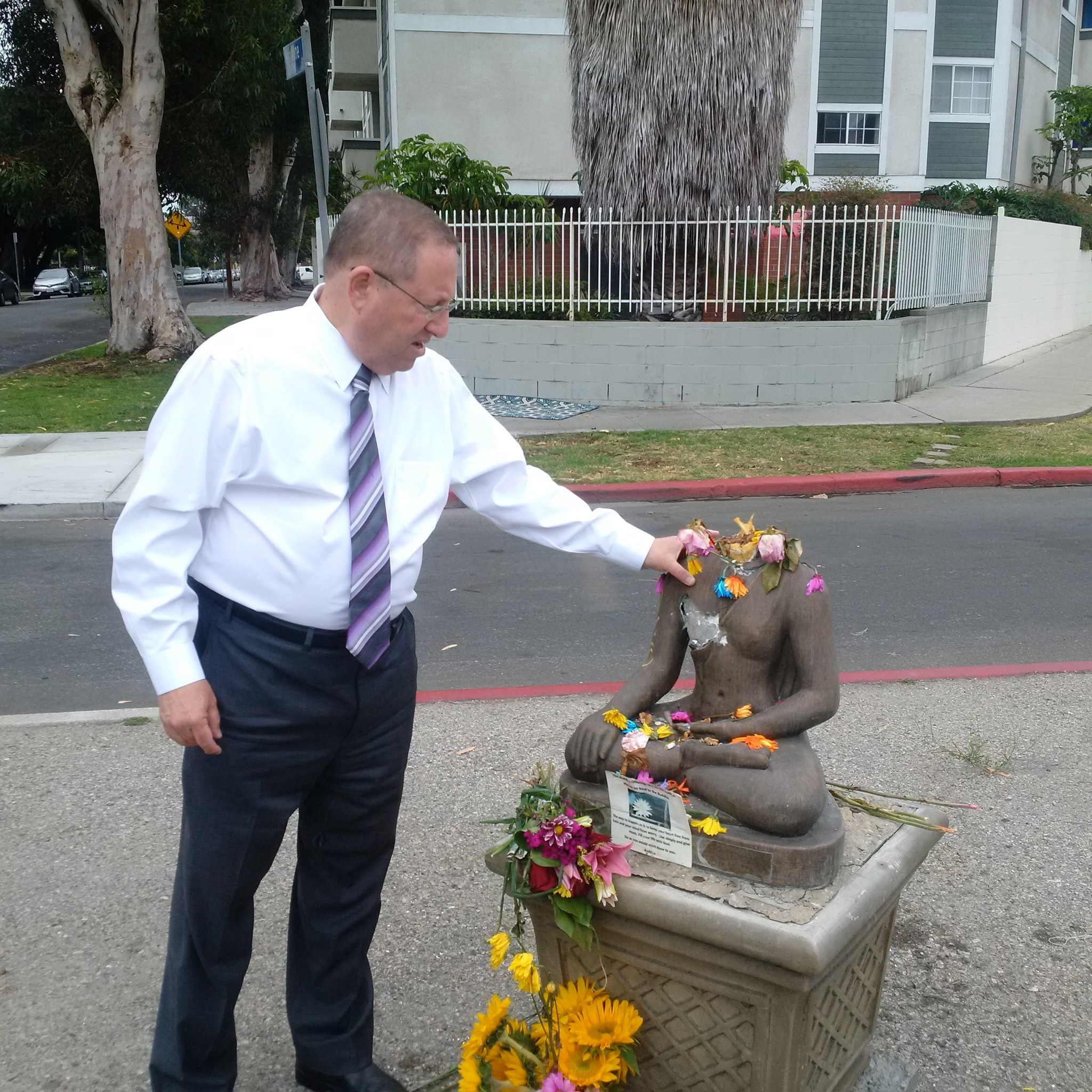 Councilman Paul Koretz, whose district includes Palms, stops by the community to see the damaged statue.