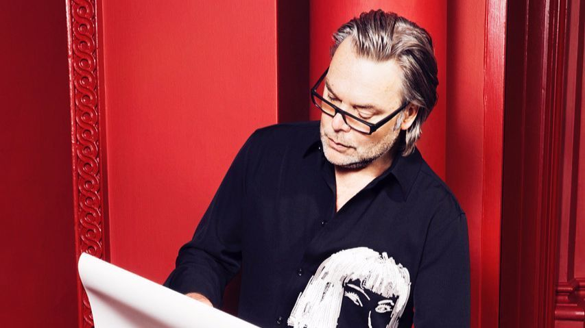 British portrait artist David Downton has sketched the world's most stylish and celebrated people. Downton has a yearlong exhibition on display in Los Angeles at the Minotti and Mass Beverly showrooms.