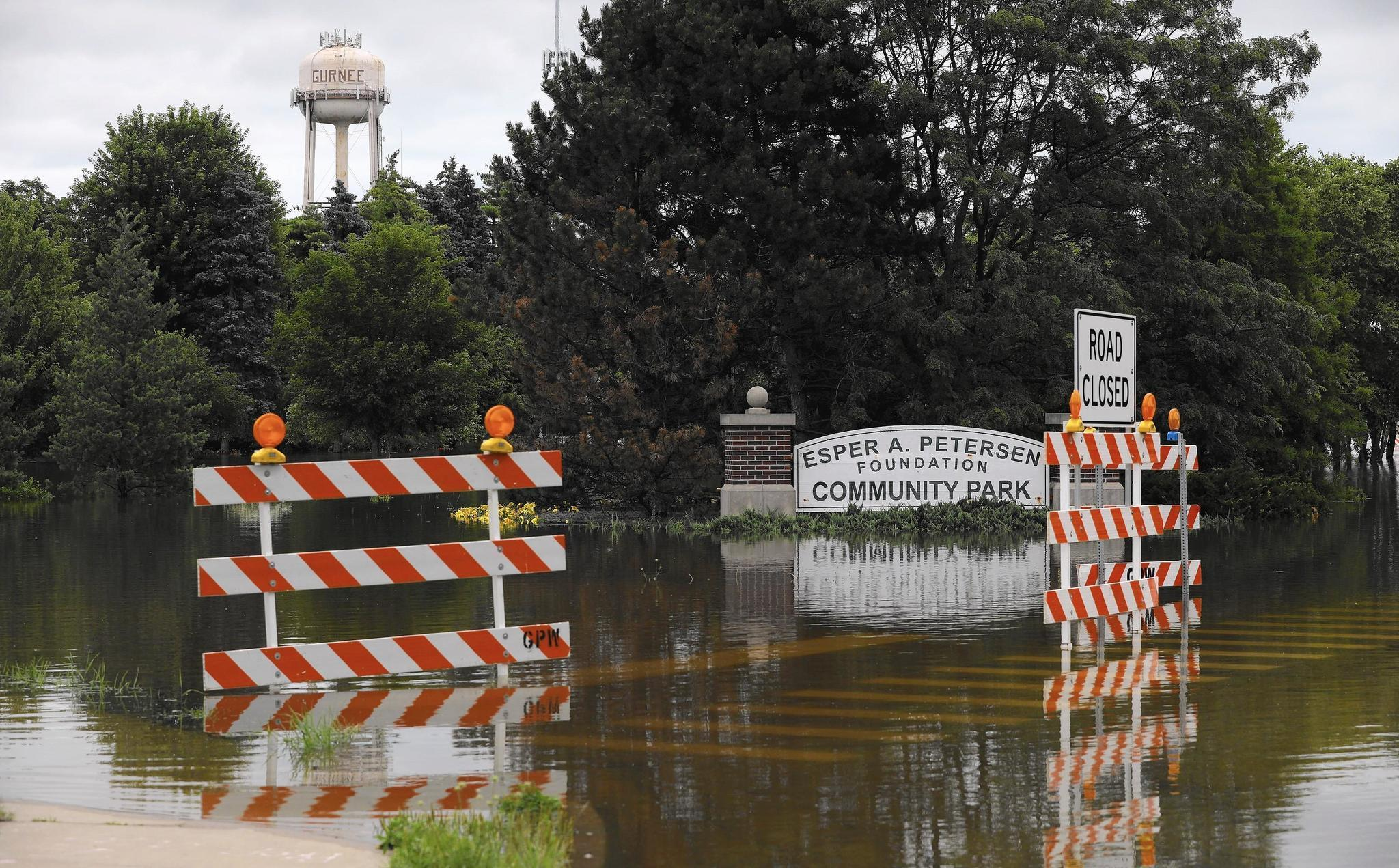 Des Plaines River Pes High Water Mark In Gurnee Residents Continue To Battle Floodwater Lake County News Sun