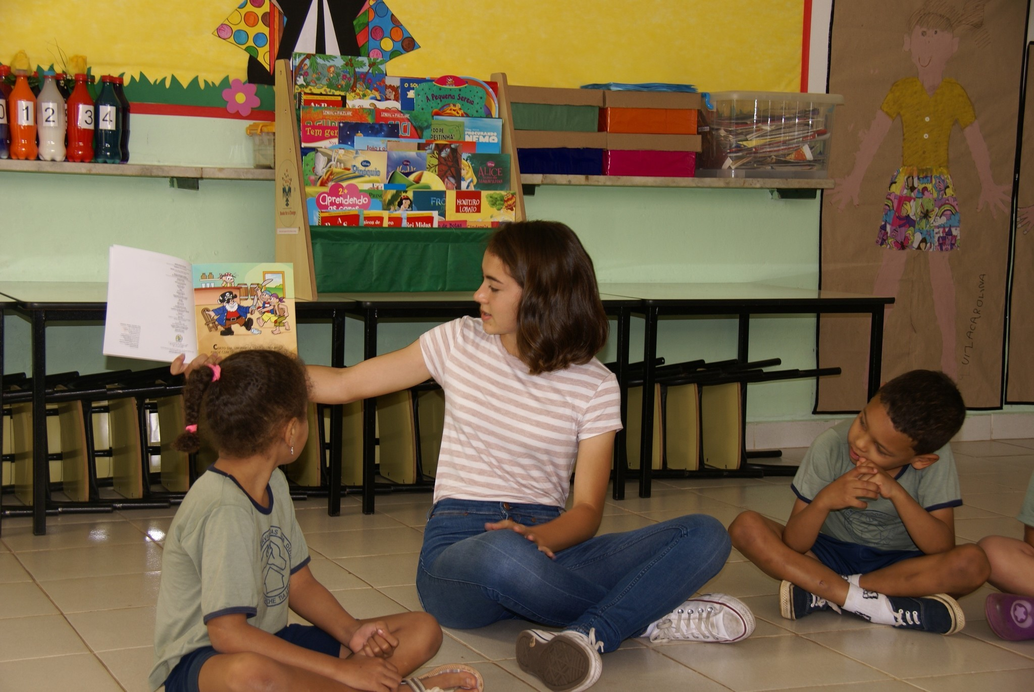 Beatriz reads to students in Brazil.
