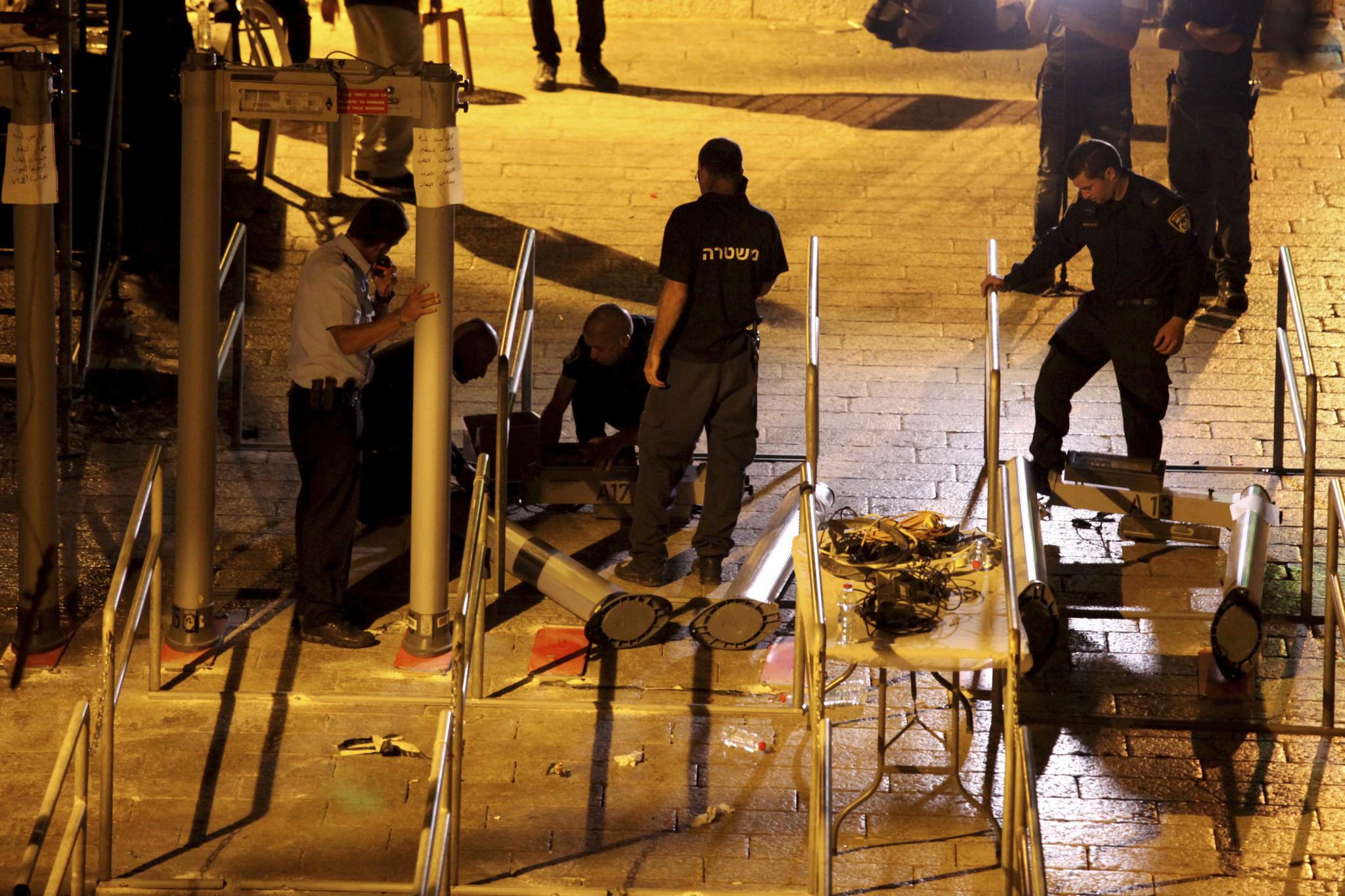 Jew Detector: Israel Starts Removing Controversial Metal Detectors At Al