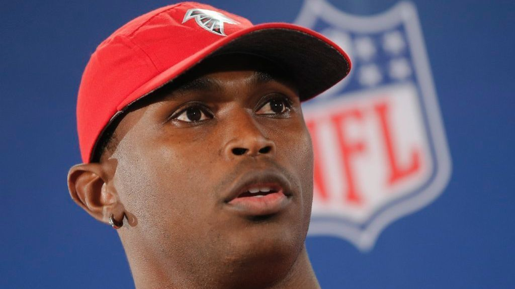 Julio Jones Hires Divers To Search For Diamond Earring He Lost While Jet Skiing