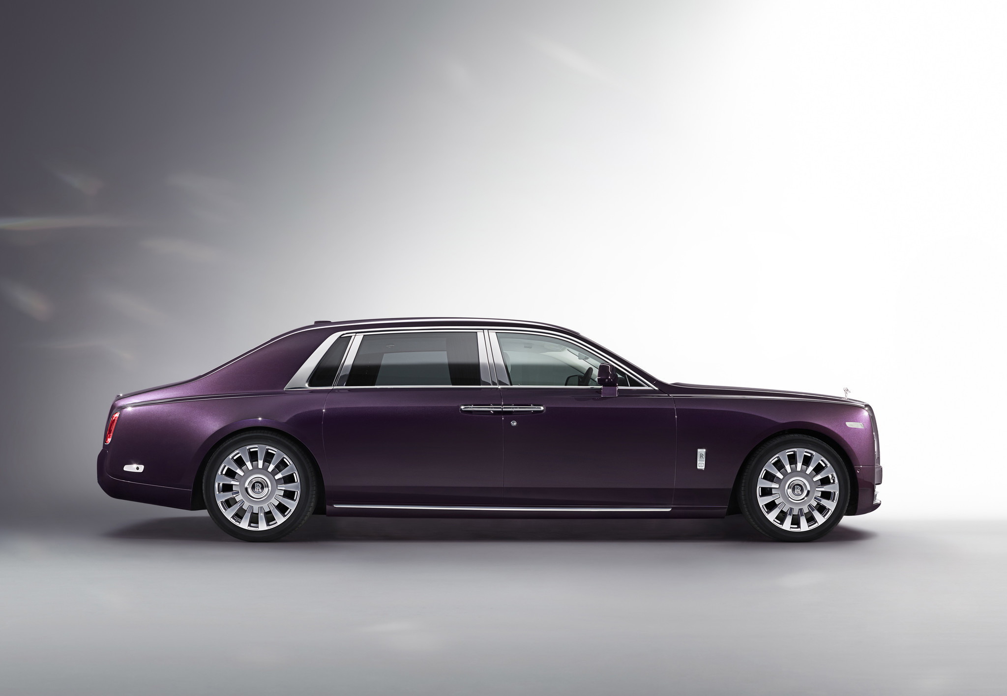 History Of The World S Most Luxurious Car Rolls Royce Phantom