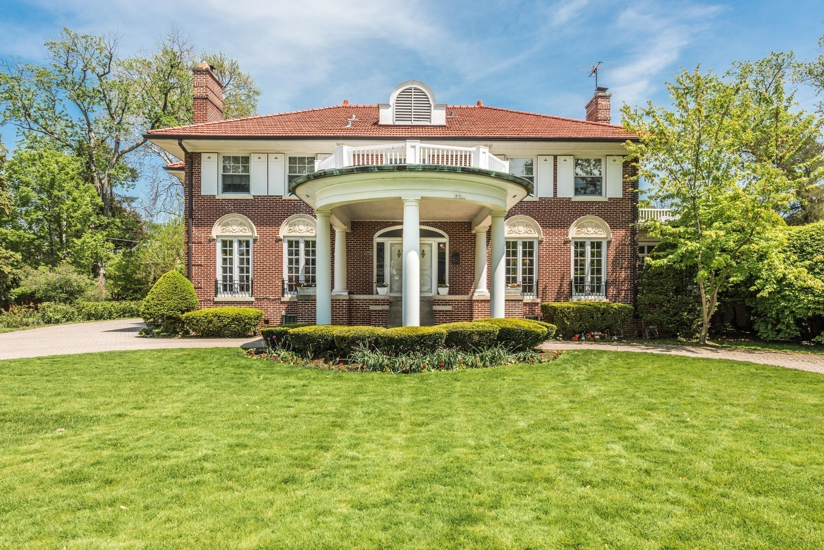 River Forest Mansion Once Owned By Chicago Mob Figure Tony