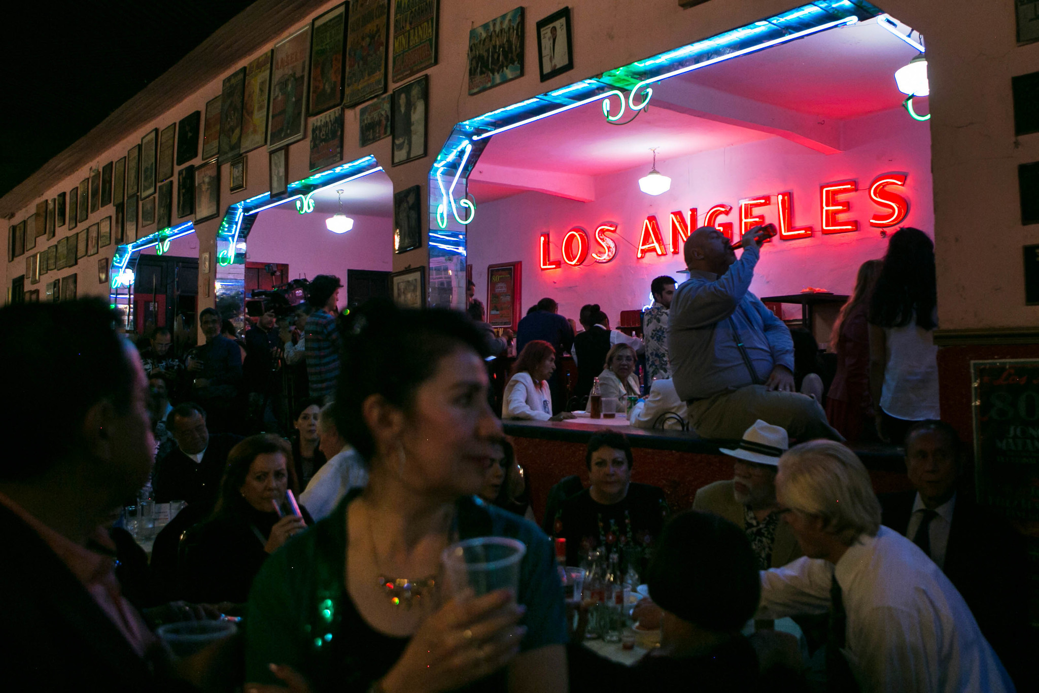 Salon Los Angeles' live bands rock the house with bachata, cumbia and salsa music among others.