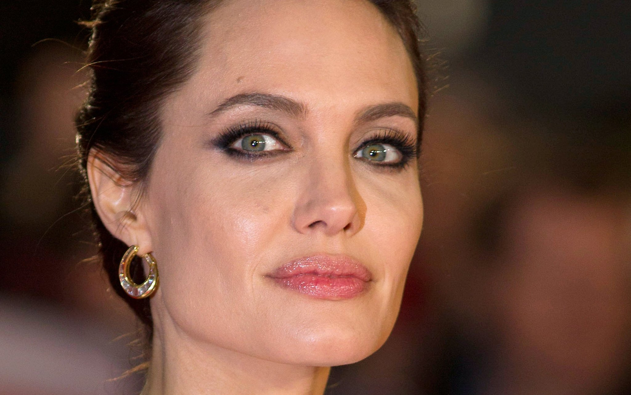 Angelina Jolie News: Angelina Jolie Talks About 'difficult' Split From Brad