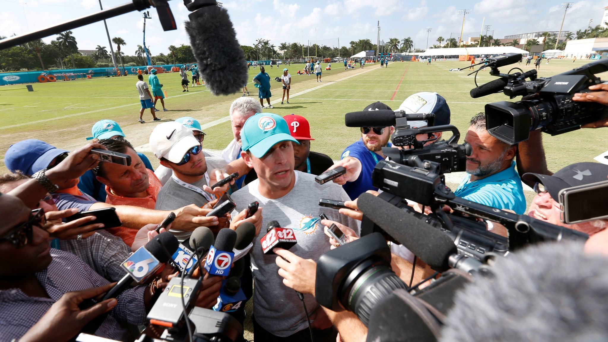 Gase says  nothing is off the table  regarding Tannehill s injured knee   Cutler would be interested in starting job a88d5b37c