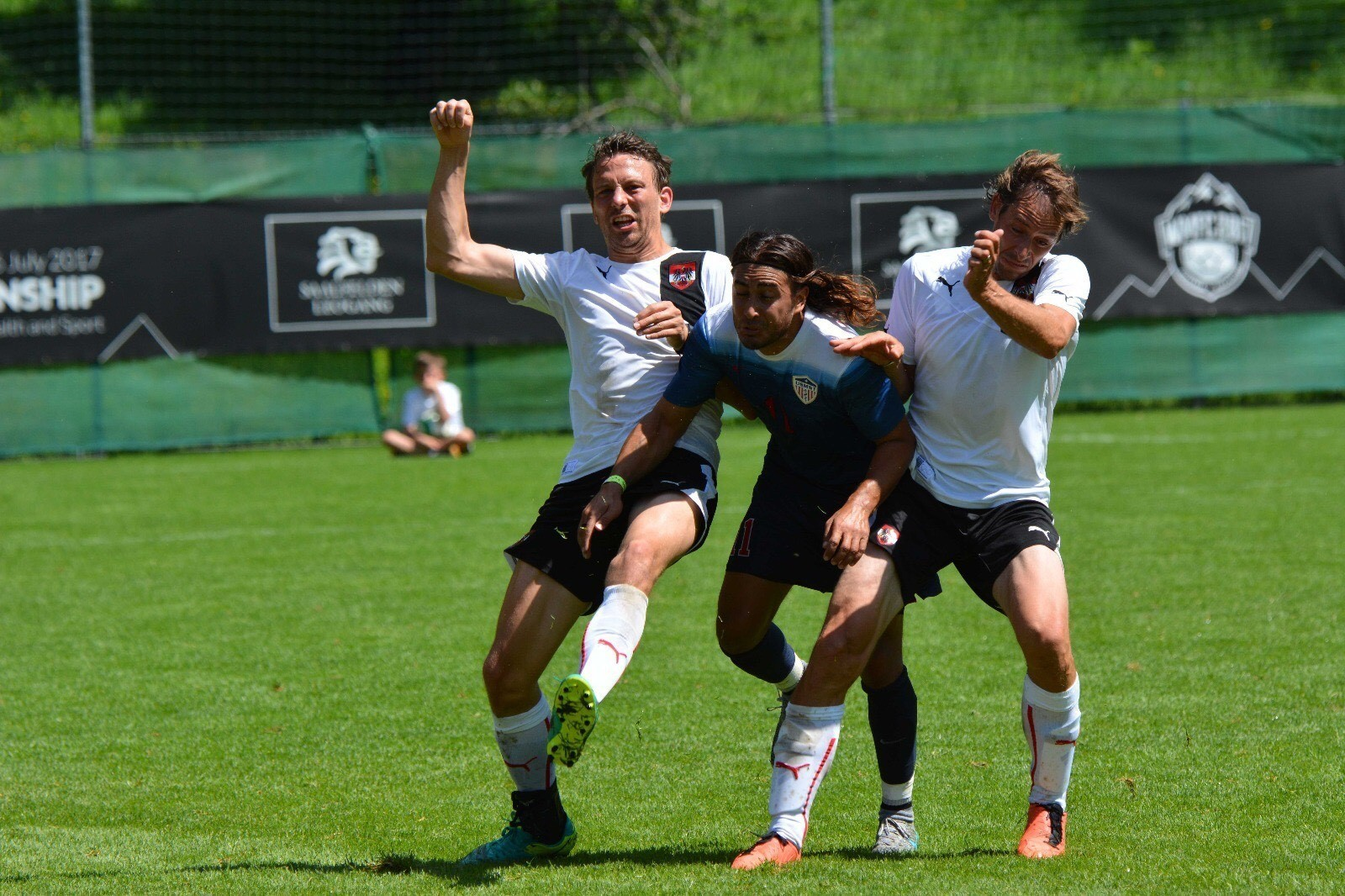 Puya Hosseini fights for position with Austrian defenders.