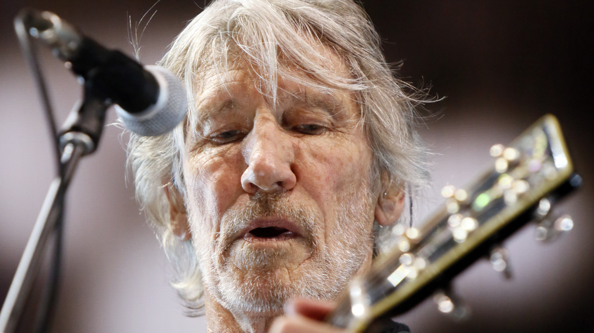 photos roger waters opens three show stand at philadelphia 39 s wells fargo center the morning call. Black Bedroom Furniture Sets. Home Design Ideas