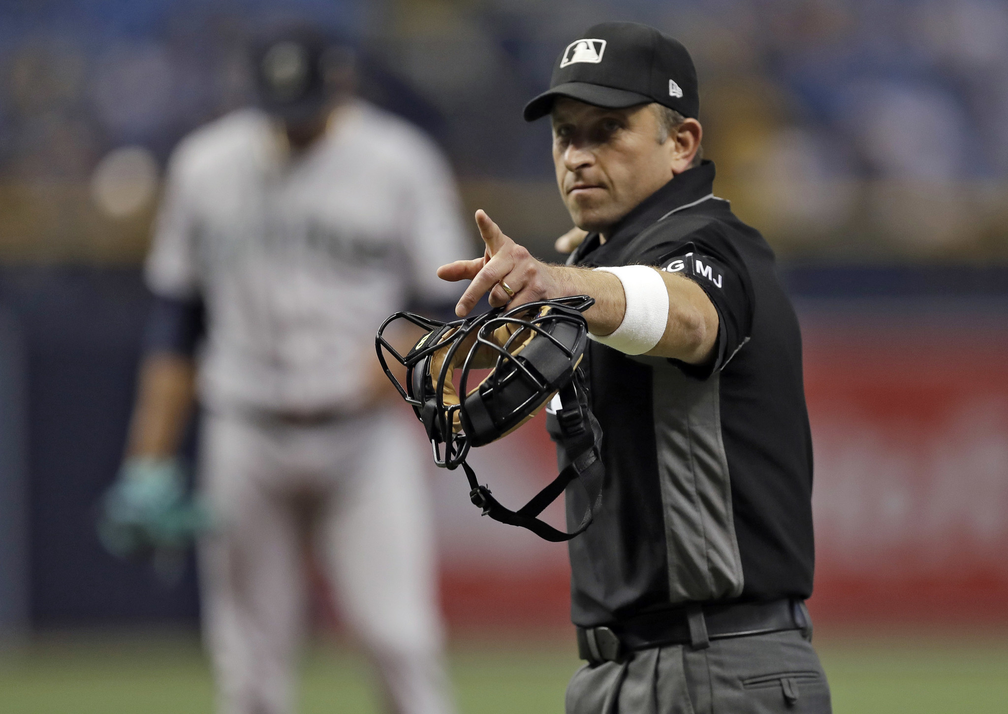mlb umpires wear wristbands to protest abusive treatment