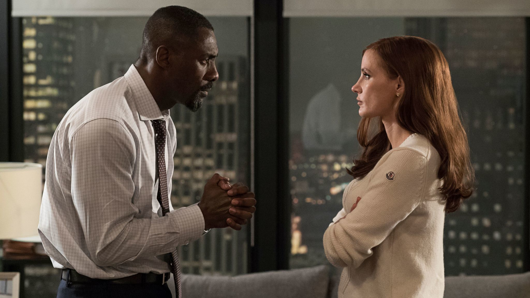 Charlie Jaffe (Idris Elba) and Molly Bloom (Jessica Chastain) in