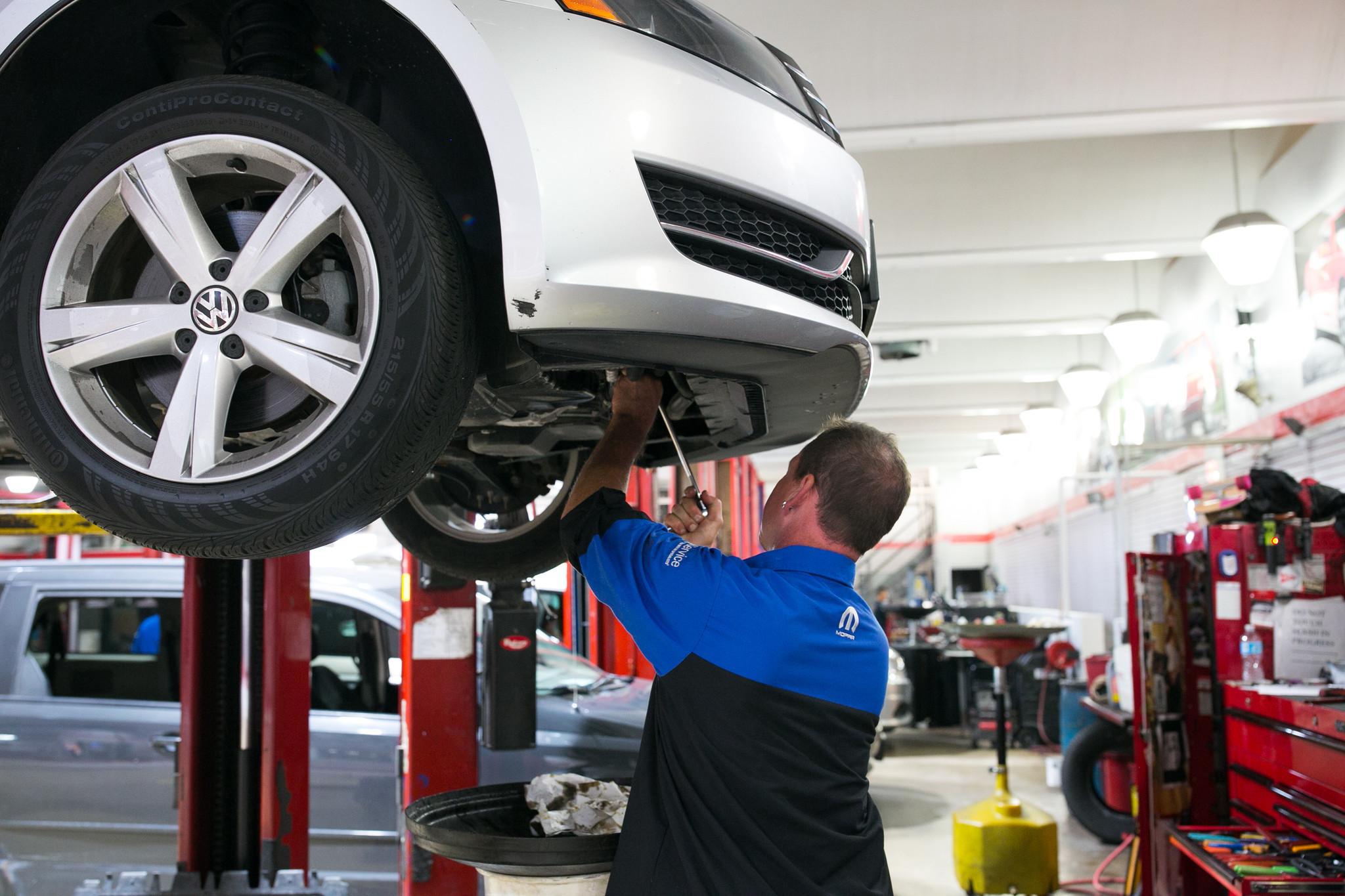 Car Dealerships In Ct >> Dealership group accuses striking mechanics of labor law violation - Chicago Tribune