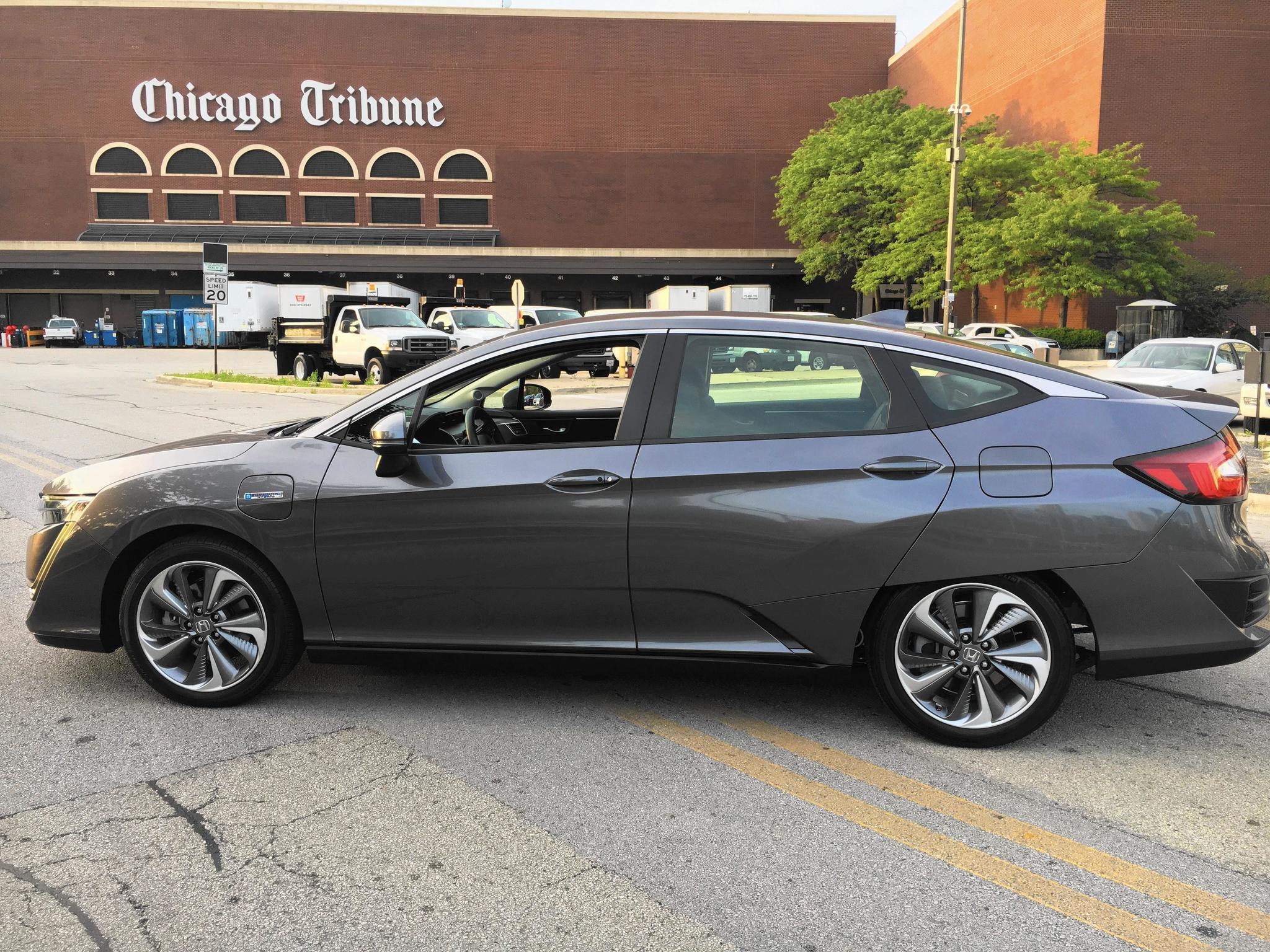 Review 2018 Honda Clarity Plug In Hybrid Clears The Way For Electrification Chicago Tribune