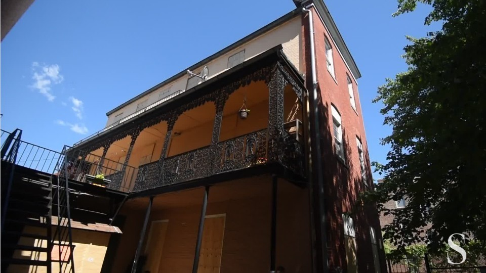 House Built Into Hill >> Shuttered Southeast Baltimore rooming house put up for sale - Baltimore Sun