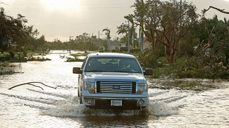 Flooding on San Marco Island, Fla. (Carolyn Cole / Los Angeles Times)