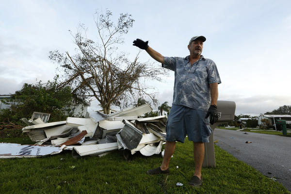 Terry Thompson, 65, near his home in Riverwood Estates in Naples, Fla. (Carolyn Cole / Los Angeles Times)