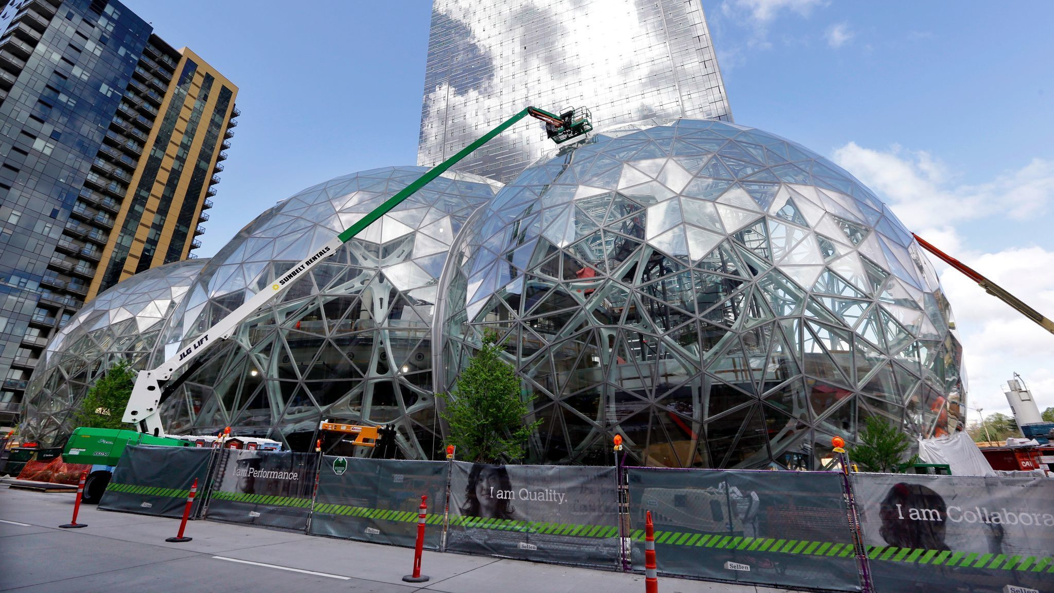 How Chicago Can Lure Amazon Ban Employment Noncompete Agreements