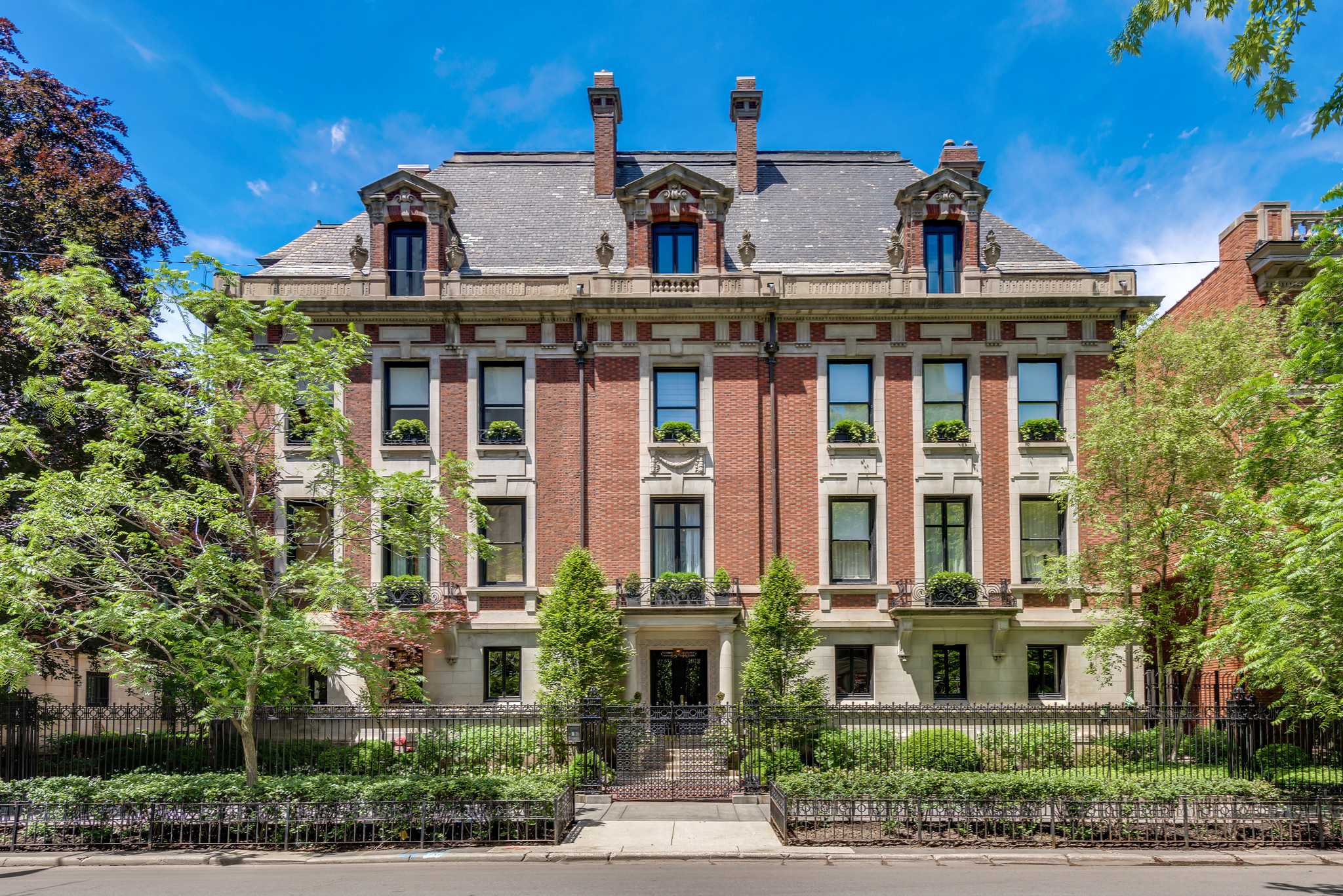 Unit In Former Chicago Playboy Mansion 3 3m Chicago