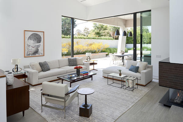 In the living room, Diep covered a custom sofa and chaise in Holly Hunt Great Outdoors fabric. Lounge chair by Sergio Rodrigues from Espasso. Custom rug from Woven; Herve Van der Straeten lamps from Ralph Pucci. Outdoor furniture, B&B Italia; Caravaggio pendants from Lightyear.