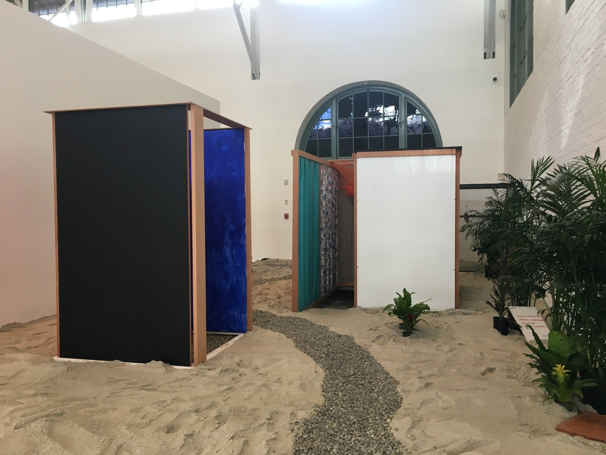 """An installation view of Hélio Oiticica's """"Tropicália,"""" in """"Memories of Underdevelopment"""" at the Museum of Contemporary Art San Diego."""