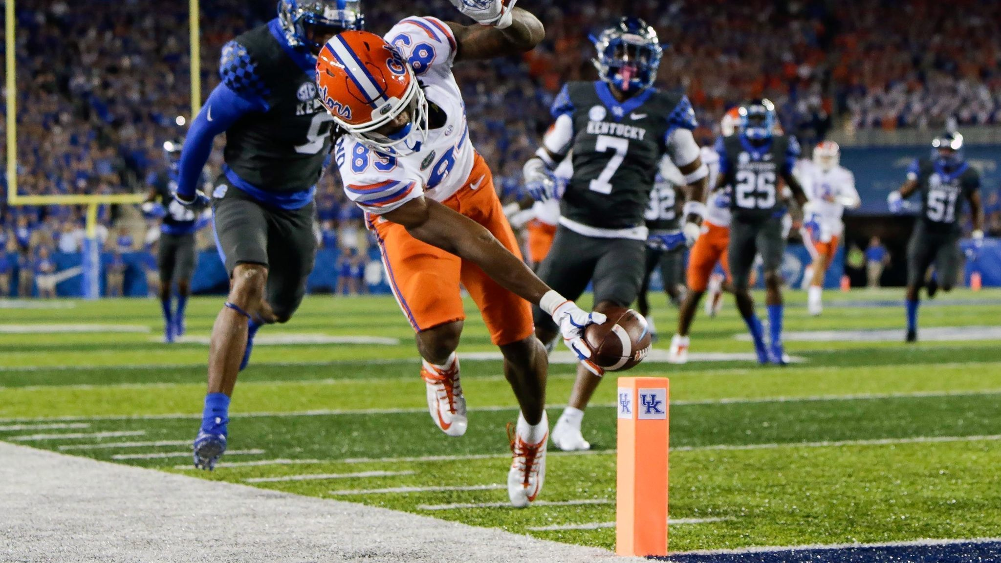 Gators rally to defeat Kentucky, extend win streak to 31 ...