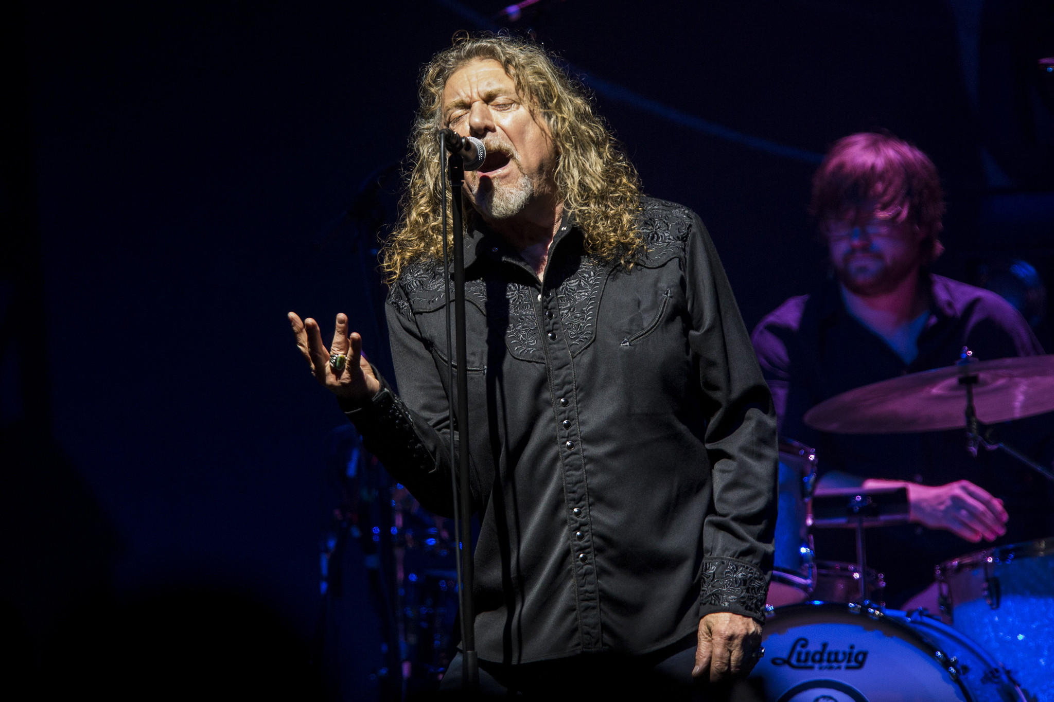 robert plant announces 2018 tour releases new song with chrissie hynde la times. Black Bedroom Furniture Sets. Home Design Ideas