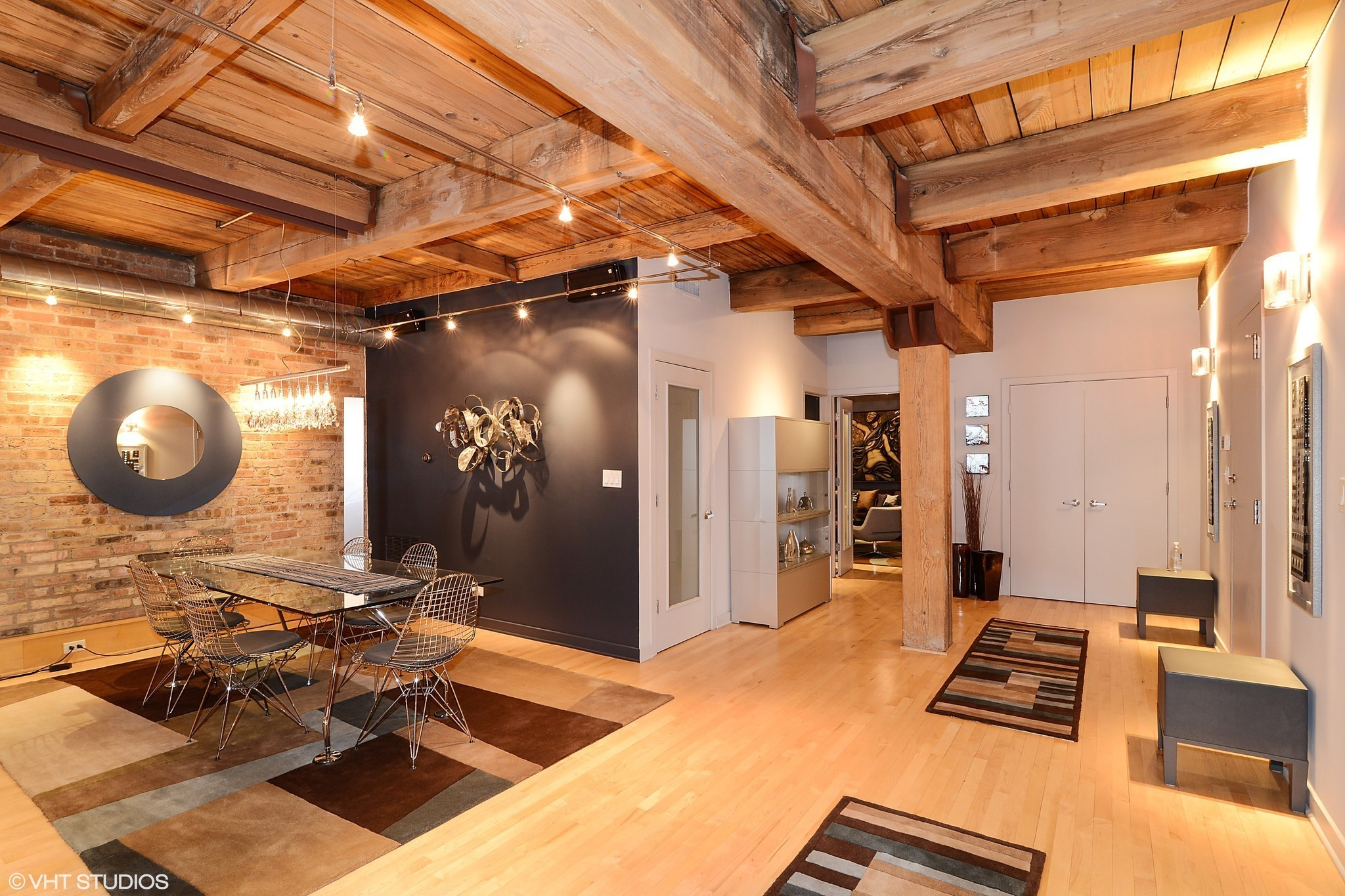 East Lakeview Timber Loft 999 999 Chicago Tribune