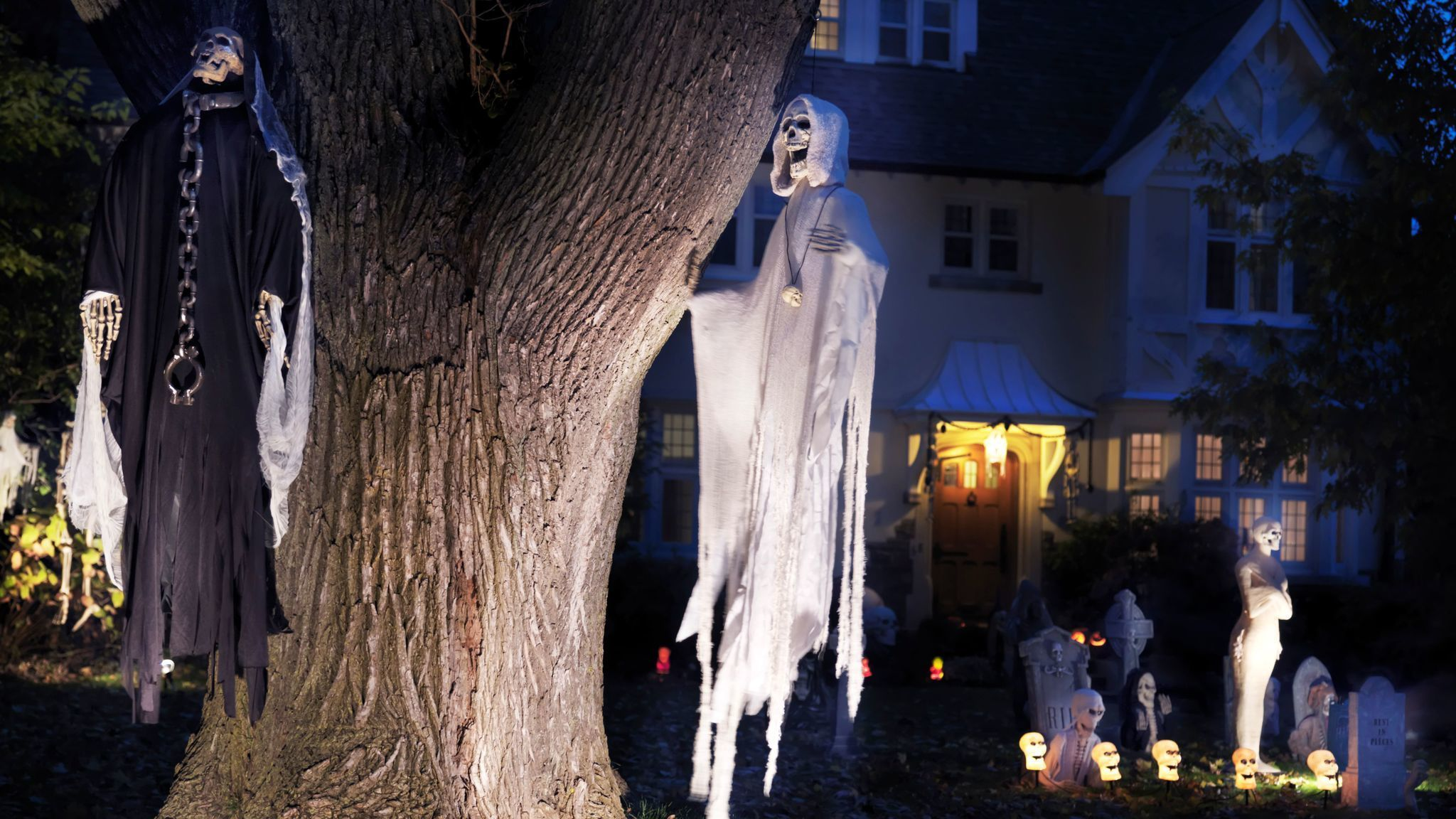 what to say if neighbors' halloween decorations are too scary