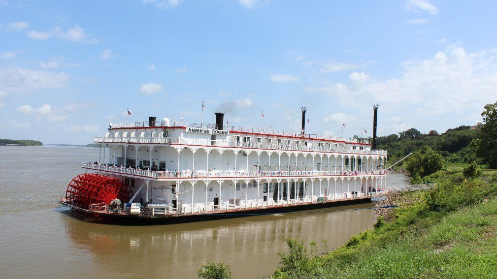 Casino-turned-cruise boat a good bet for Mississippi River ...