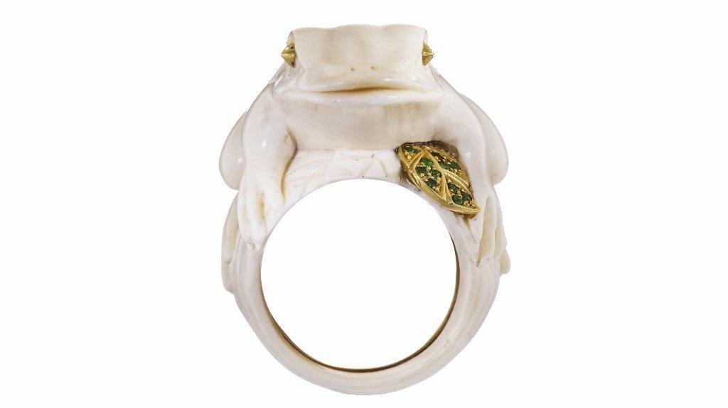 Bibi van der Velden's fossil frog ring.