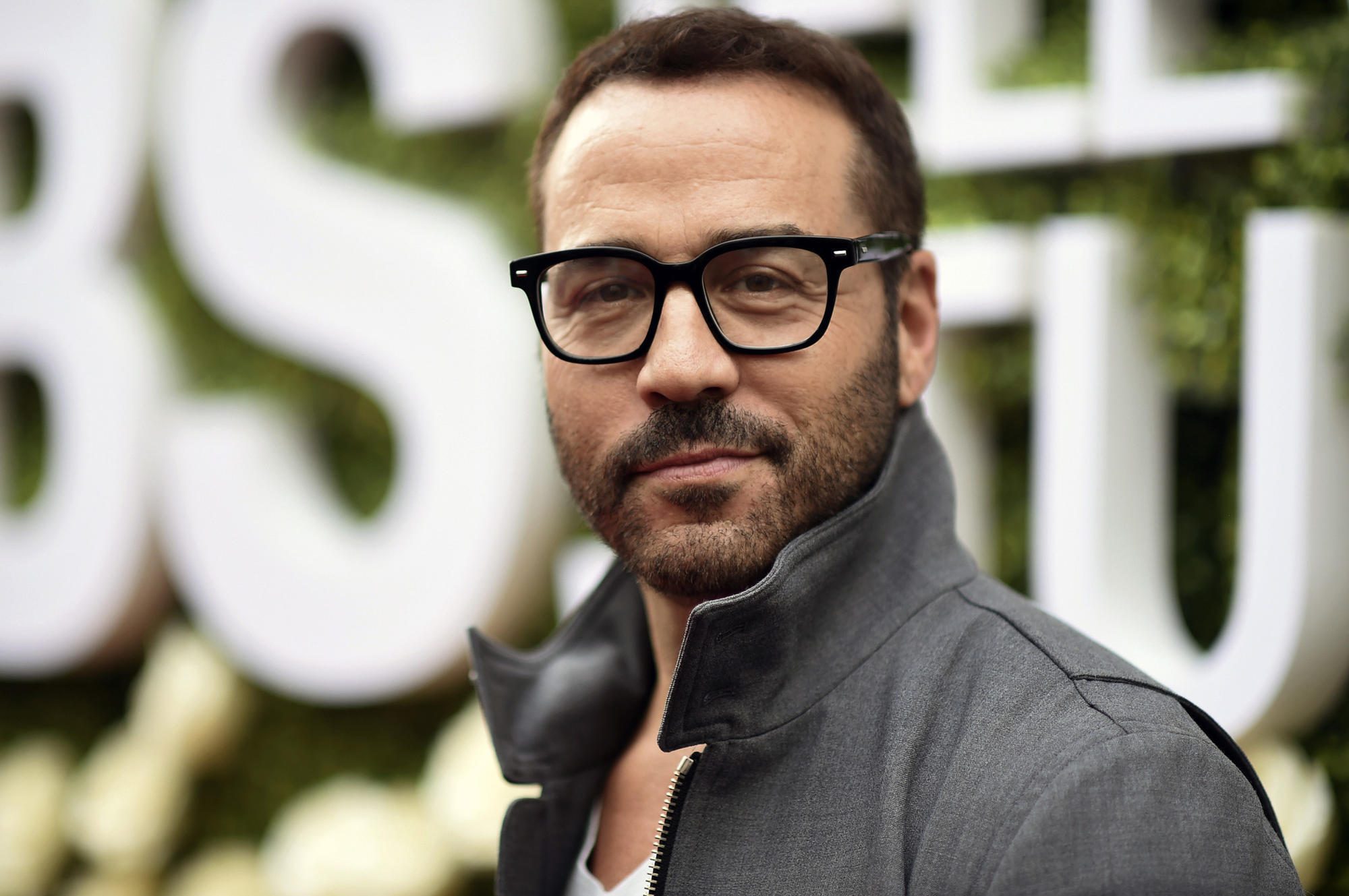 Cbs Looking Into Groping Allegations Against Jeremy Piven Chicago Tribune