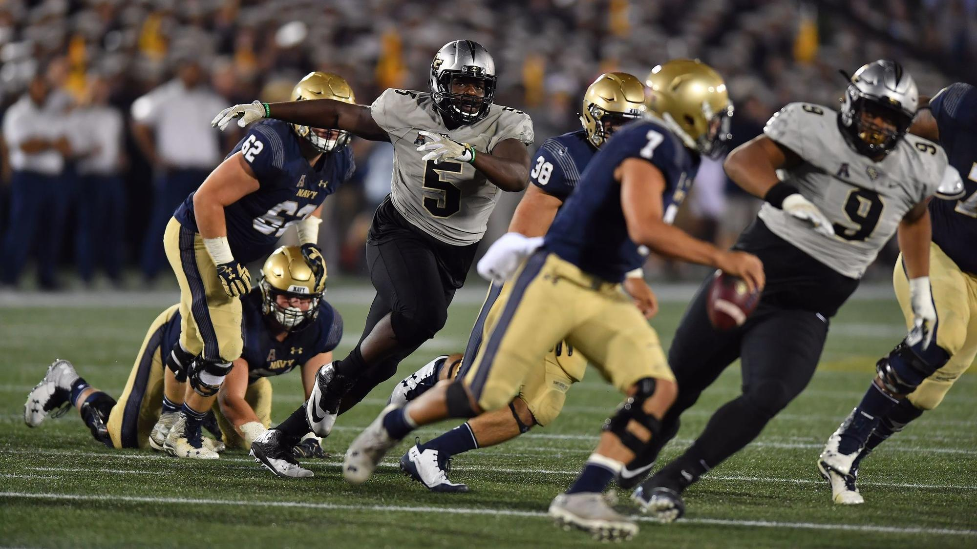 ucf football knights sports defensive line