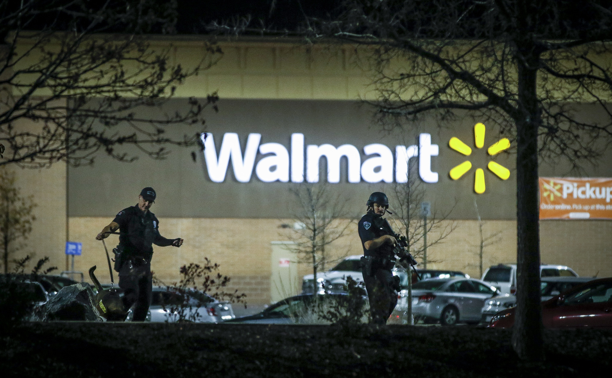 News El Paso >> Are more guns helpful? In Wal-Mart shooting, armed shoppers hinder police investigation ...