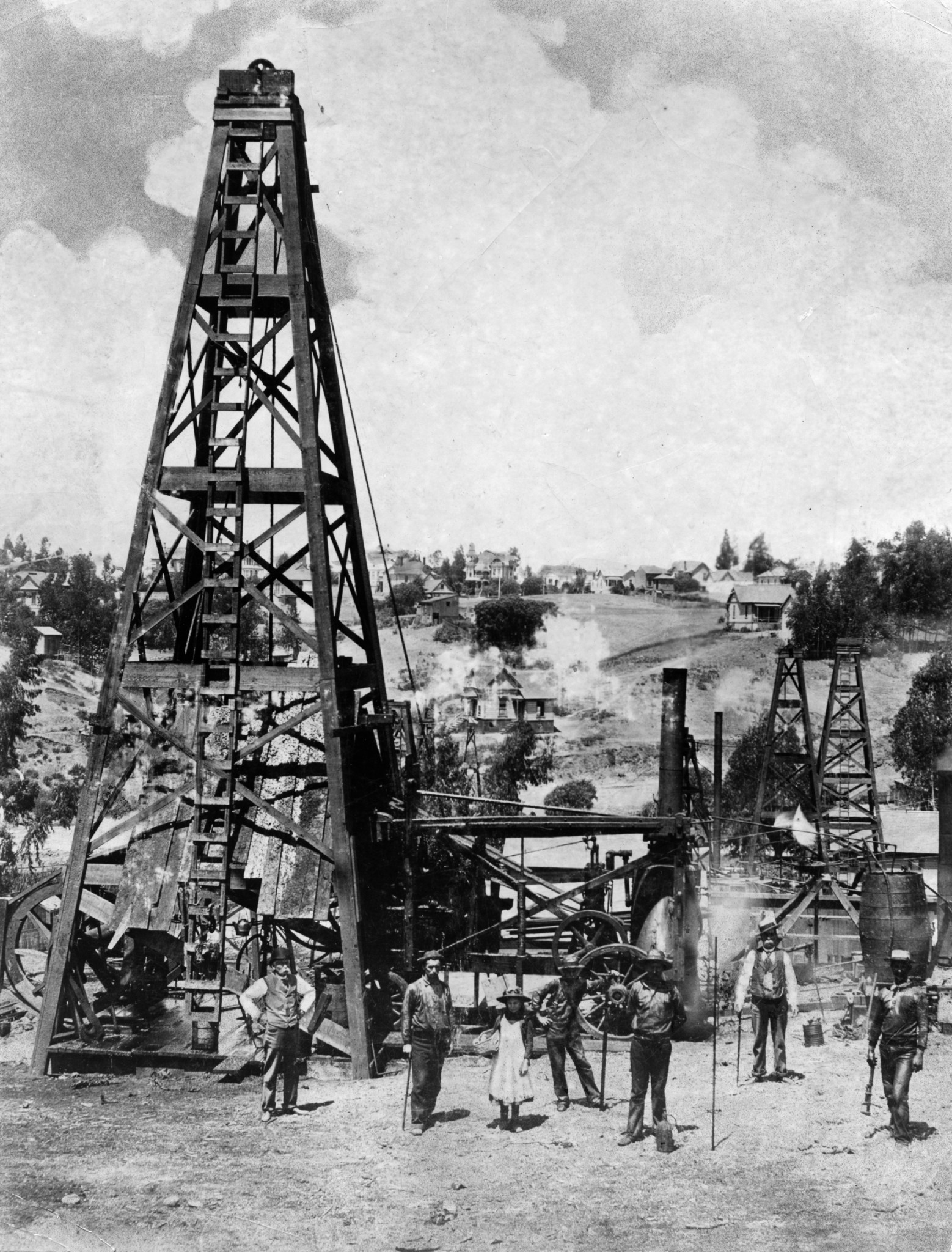 The Doheny oil well, circa 1900, at what is now the corner of 2nd Street and Glendale Boulevard.