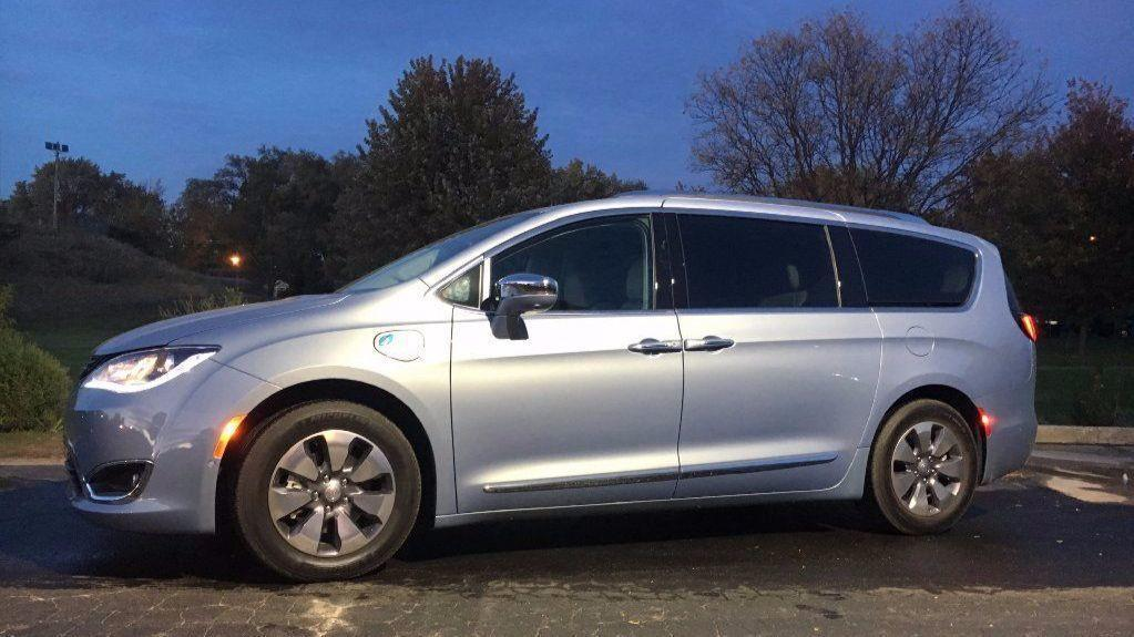 2017 Chrysler Pacifica Hybrid Is The Best Family Car On Market