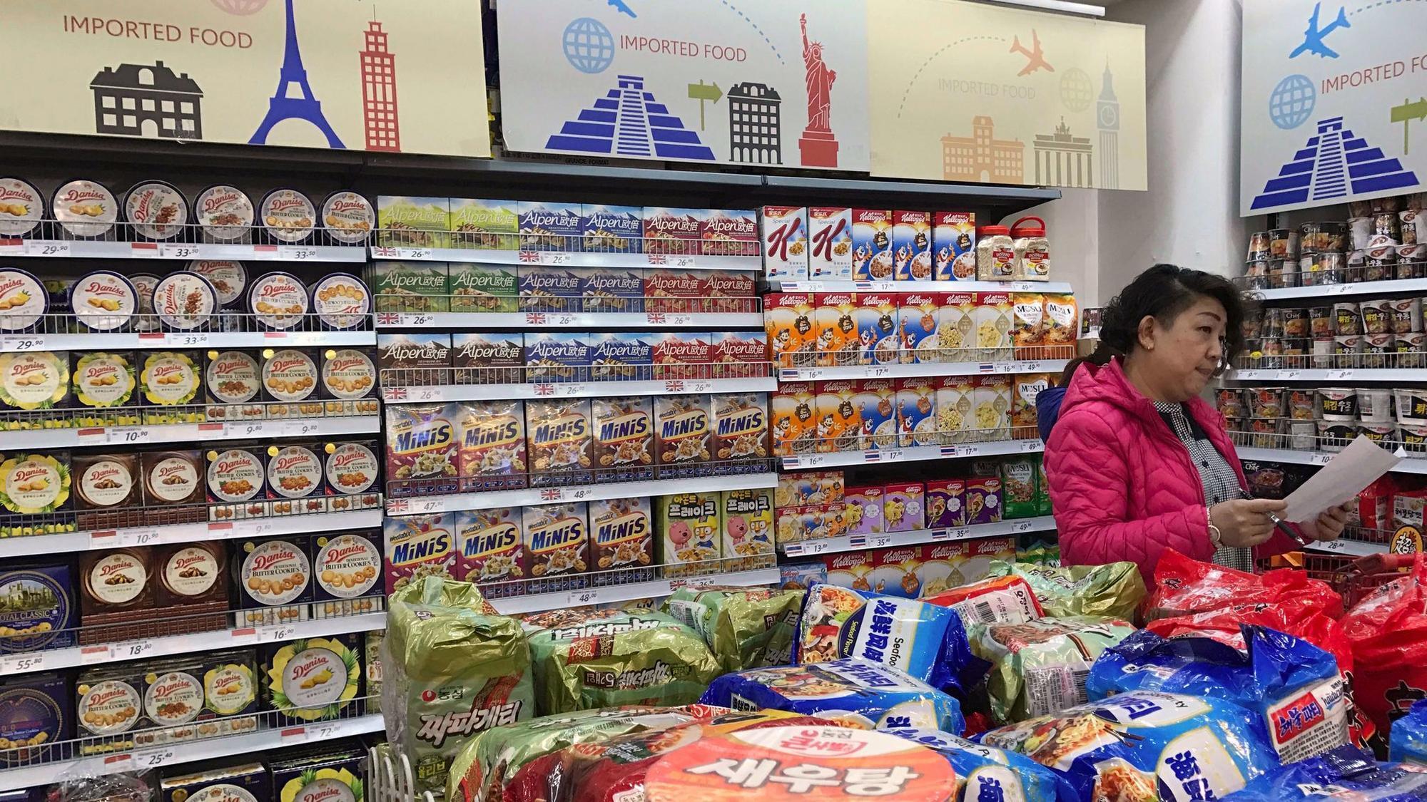 Fort Wayne Mall >> China cuts import tariffs on some consumer goods - LA Times