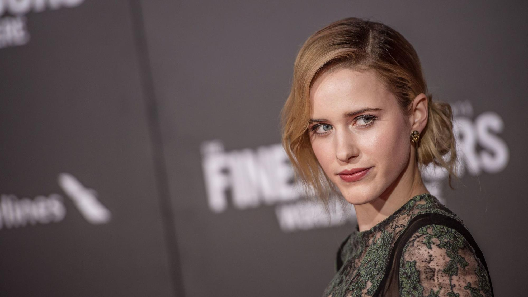 how rachel brosnahan s highland park roots influenced her mrs