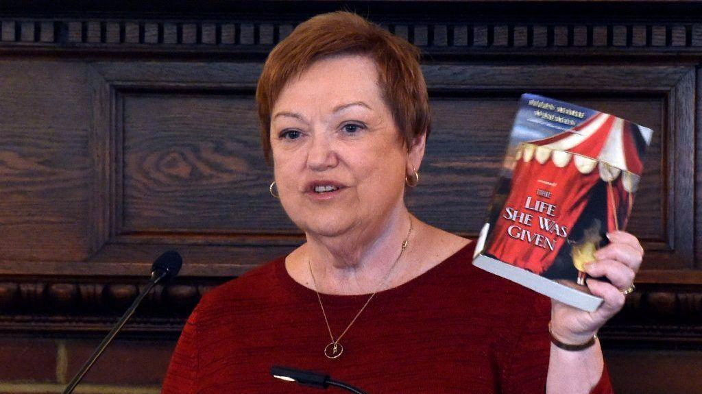 Seasoned Librarian Shares Best Book Picks For Holiday Gifts