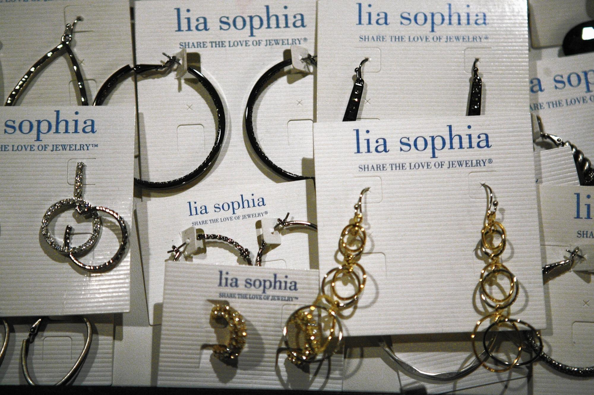 Former Lia Sophia S Reps Customers To Get Cash Settlements Chicago Tribune