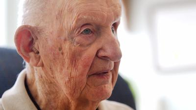 Veteran John Looser reflects on his service with the US Army Air Corps during WWII. Looser first hea