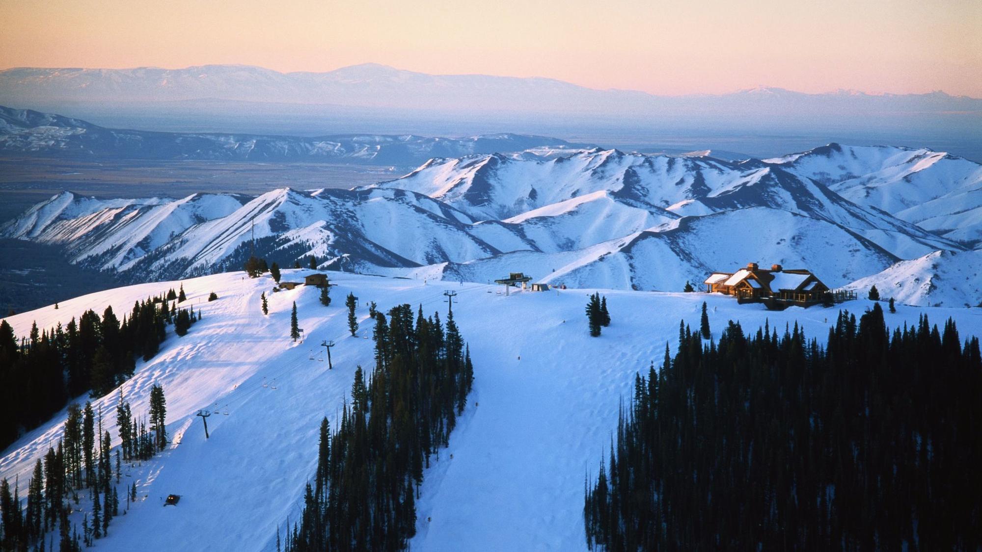 Idaho, Sun Valley Lodge at sunrise