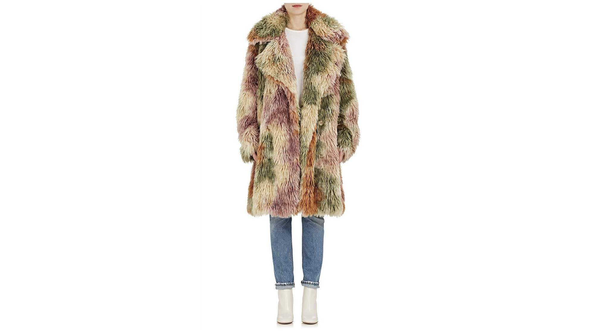 a79c6afe3c568 Wearing faux fur offers you a chance to look festive this season ...