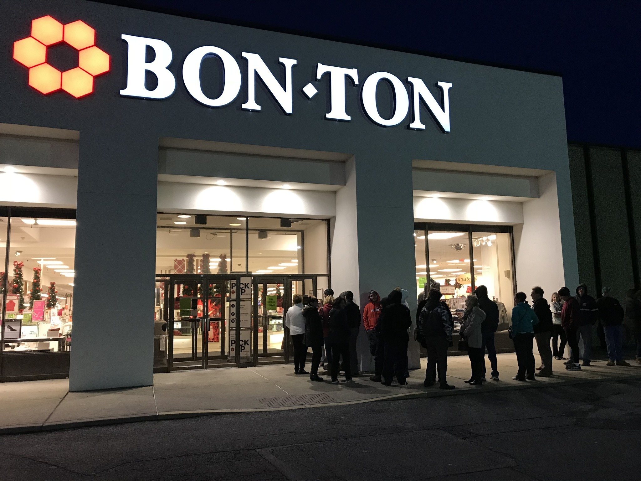 bon ton giving away 1 million in gift cards wednesday lehigh valley business cycle. Black Bedroom Furniture Sets. Home Design Ideas