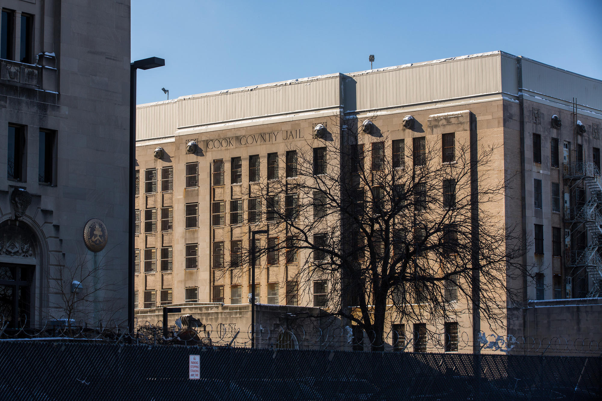 cook county jail drops below 6 000 inmates to lowest level in