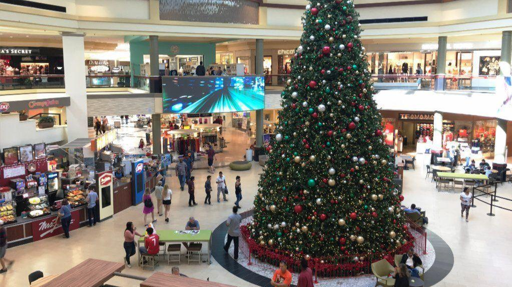 central florida shoppers seek last minute gifts at area retailers orlando sentinel - What Time Does The Mall Close On Christmas Eve