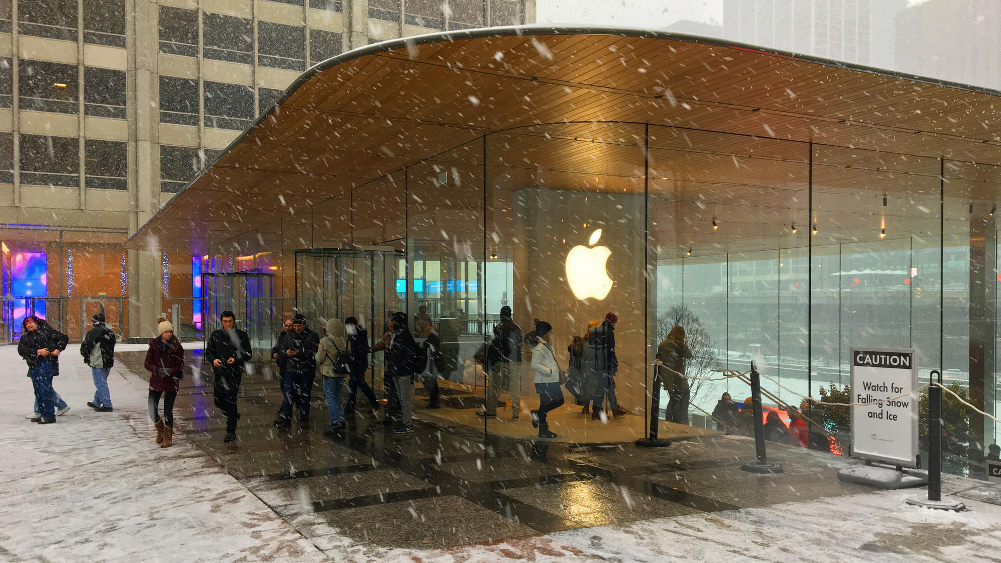 Dangling Icicles At Apple Store Not Company S Worst