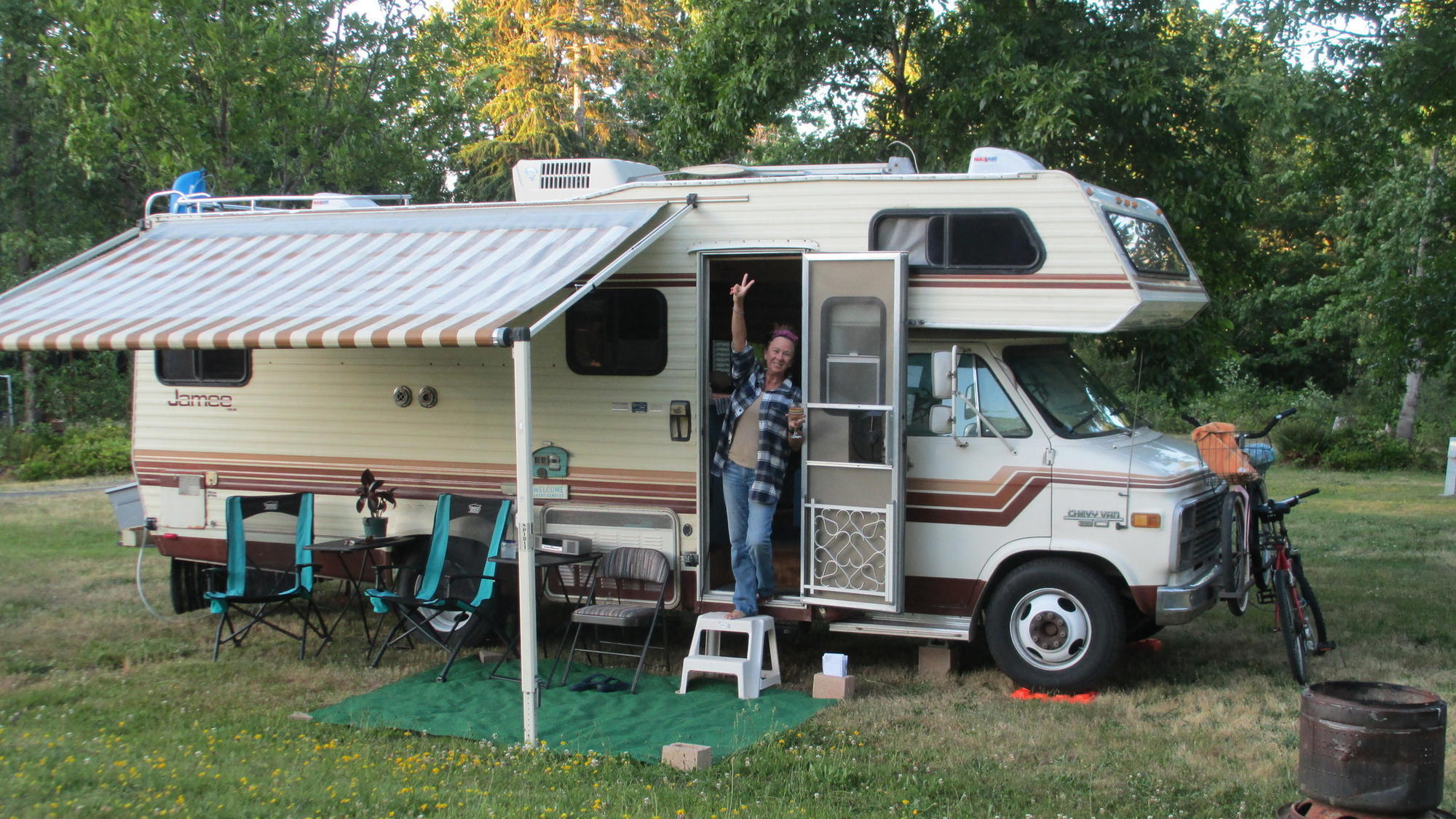 Couple Retire To Motorhome Life and Love It