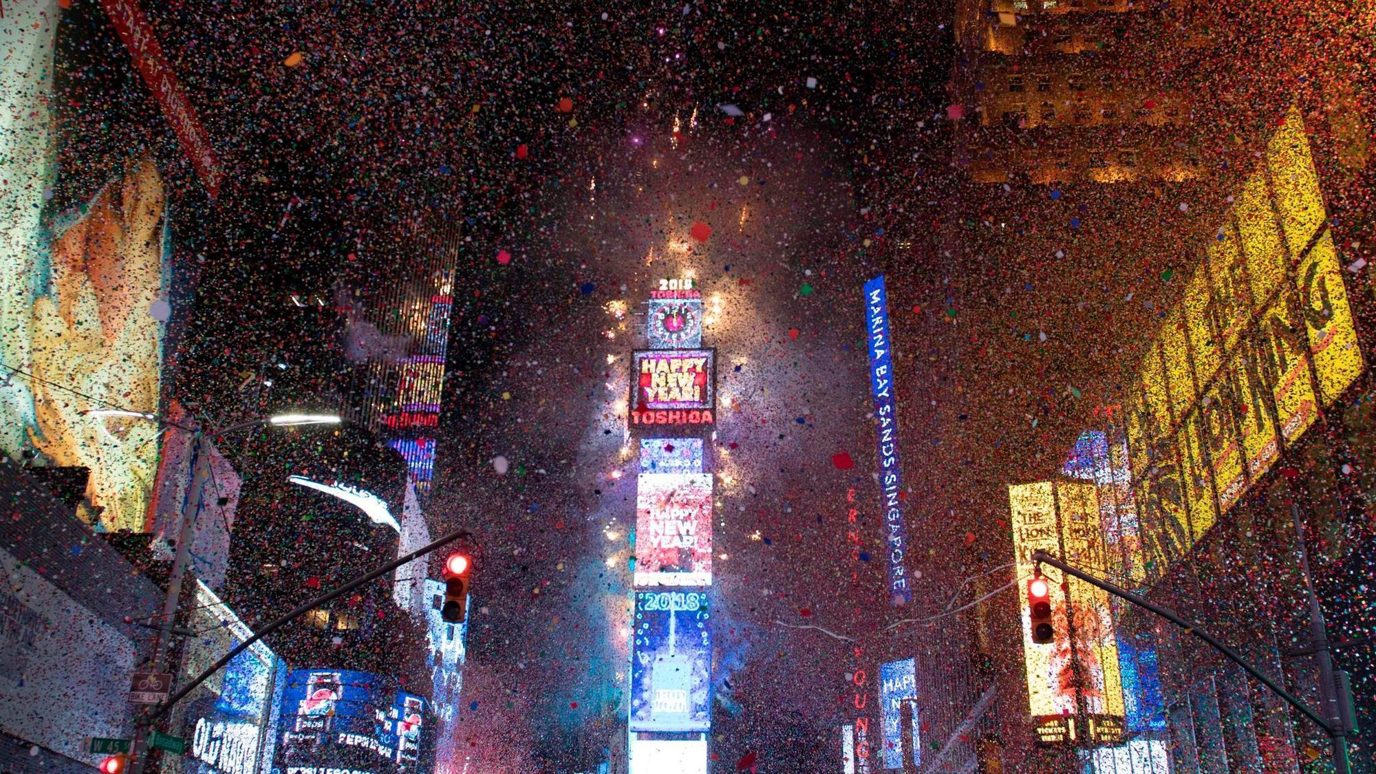 crystal ball drops in frigid times square to mark 2018 chicago tribune