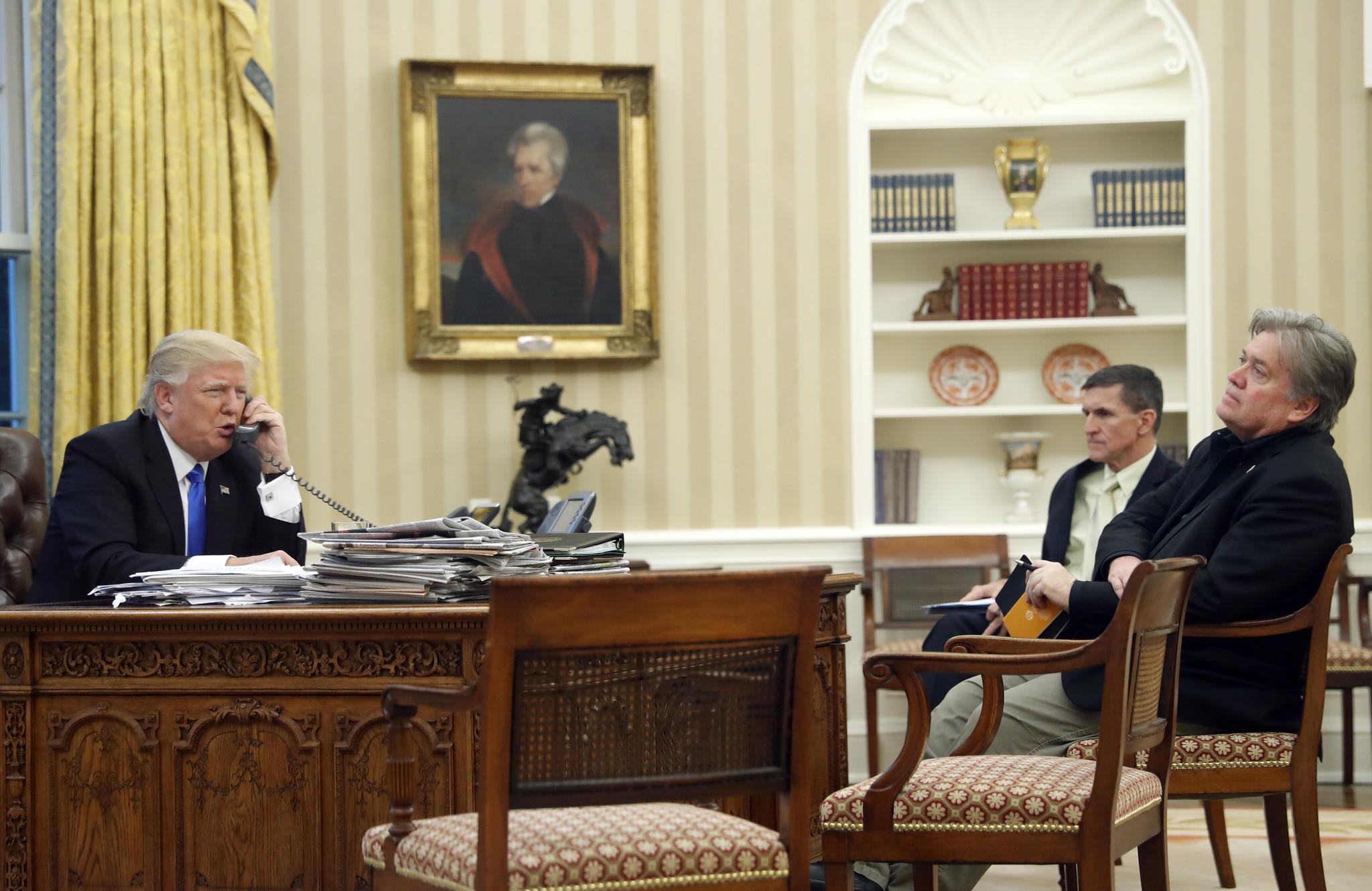 Donald Trump, Michael Flynn, Steve Bannon