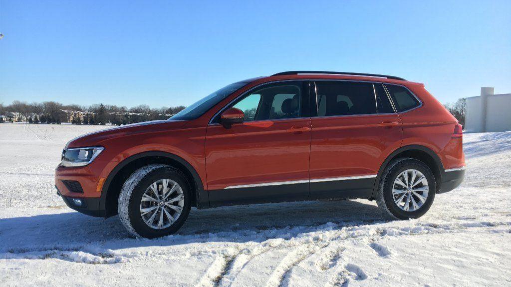 Auto Review 2018 Volkswagen Tiguan Is Like A Good Winter Coat Chicago Tribune
